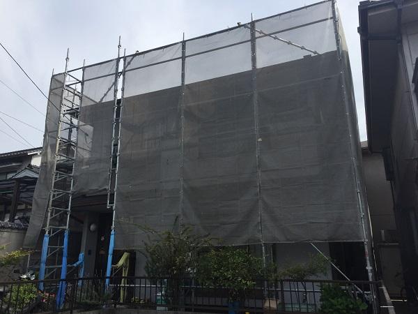 岡山県笠岡市 G様邸 屋根塗装・外壁塗装 施工前の状態 足場組み立て (2)