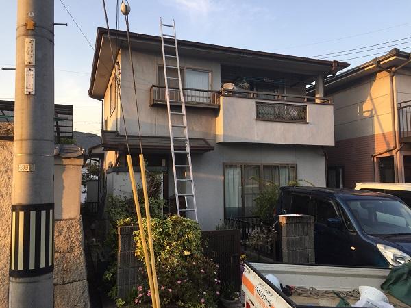岡山県笠岡市 G様邸 屋根塗装・外壁塗装 施工前の状態 足場組み立て (1)